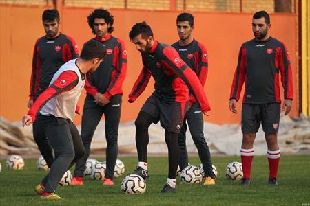 تشویق ستاره پرسپولیس در امارات/ مسئولان باشگاه الامارات در تمرین